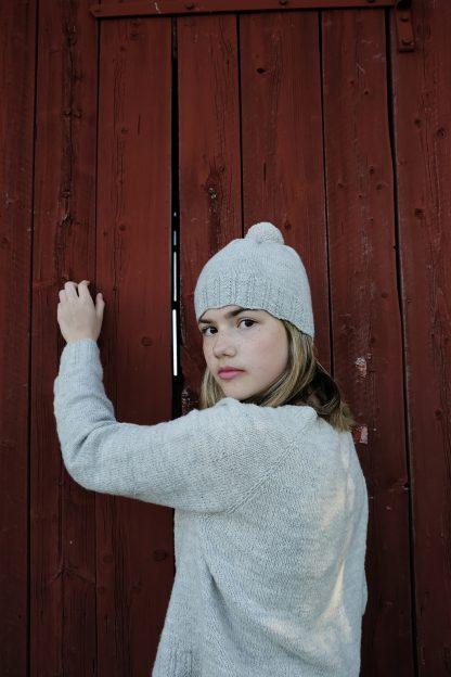 Mössan och tröjan Lägdan från Yarns & Barns.