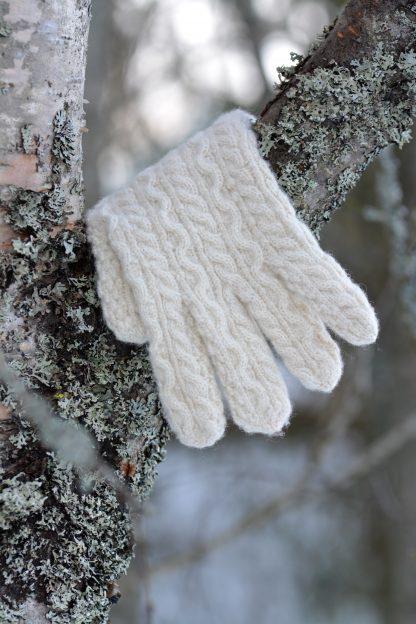 Flätstickad fingervante. Mönster och garn från Yarns & Barns