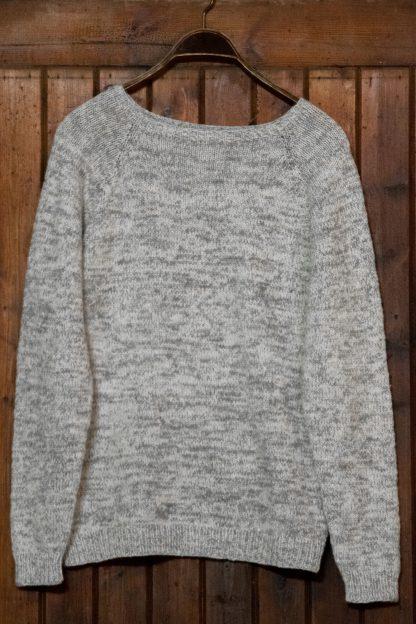 Stickad tröja från Yarns & Barns